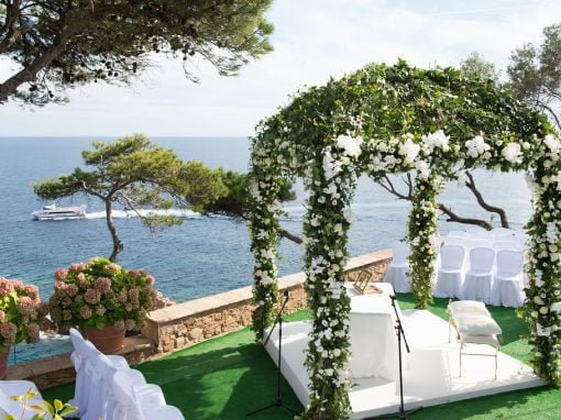 A romantic wedding on the sea